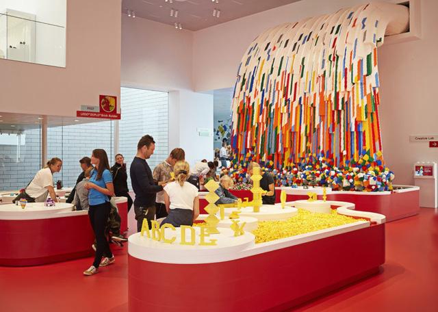 Ấn tượng ngôi nhà LEGO khổng lồ ở Đan Mạch - Ảnh 1.
