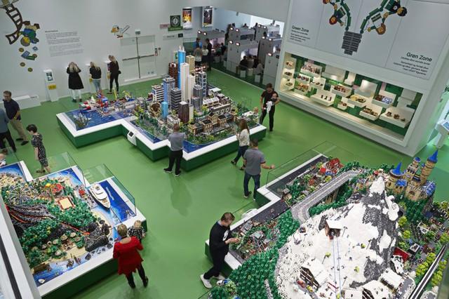 Ấn tượng ngôi nhà LEGO khổng lồ ở Đan Mạch - Ảnh 2.