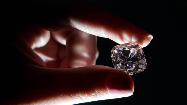 Bán đấu giá viên kim cương từng gắn trên vương miện của 6 vị vua Pháp - ảnh 2