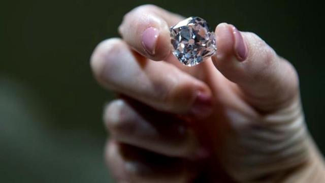 Bán đấu giá viên kim cương từng gắn trên vương miện của 6 vị vua Pháp - ảnh 3
