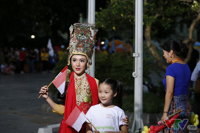 Thiếu nhi ASEAN+ bịn rịn chia tay trong nắng hè oi ả Hà Nội - Ảnh 4.