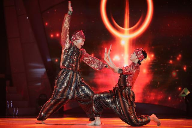 Lộ diện top 3 vào chung kết Bước nhảy ngàn cân 2017 - Ảnh 2.