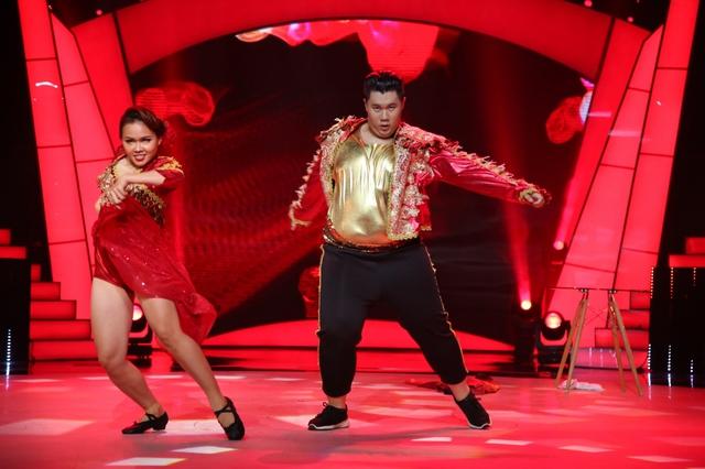 Bước nhảy ngàn cân: Búp bê ma Annabelle nhảy nhạc Hà Hồ cực quyến rũ - Ảnh 4.