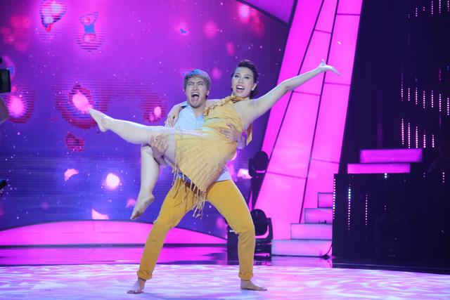 Bước nhảy ngàn cân: Búp bê ma Annabelle nhảy nhạc Hà Hồ cực quyến rũ - Ảnh 1.