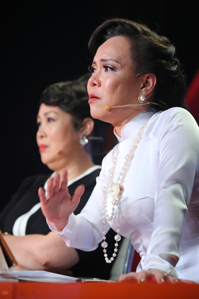 Việt Hương cúi đầu nể phục diễn viên Quốc Tuấn - Ảnh 1.