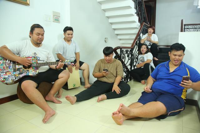 Việt Hương catwalk khoe vòng 3 trên sân khấu Bước nhảy ngàn cân (21h, VTV3) - Ảnh 6.