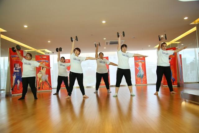 Việt Hương catwalk khoe vòng 3 trên sân khấu Bước nhảy ngàn cân (21h, VTV3) - Ảnh 4.