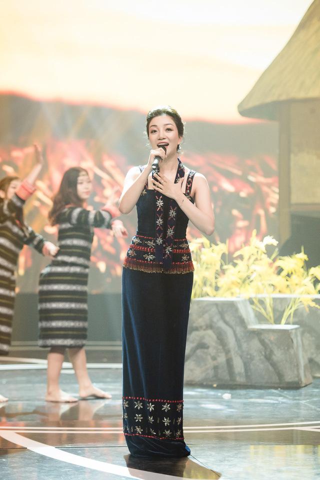 Giai điệu tự hào: Đinh Mạnh Ninh nồng nàn với Chín bậc tình yêu - Ảnh 3.