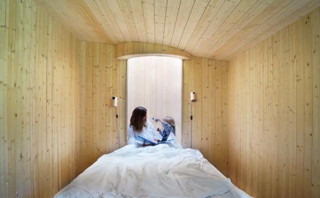Ngôi nhà độc đáo ở Thụy Điển với khoảng giếng trời lạ mắt - Ảnh 9.