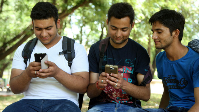 Điện thoại Trung Quốc làm mưa làm gió ở thị trường Ấn Độ - Ảnh 1.