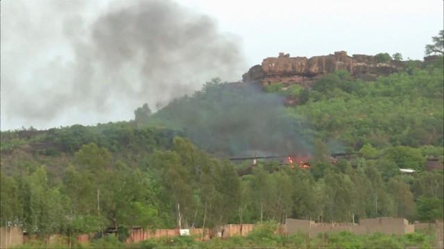 Tấn công khủng bố khu nghỉ dưỡng ở Mali - Ảnh 2.