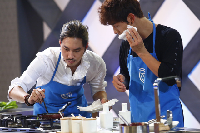 Vua đầu bếp 2017: Không chỉ là một NTK giỏi, Lý Quí Khánh còn ghi điểm bởi tài nấu ăn khéo léo - Ảnh 1.