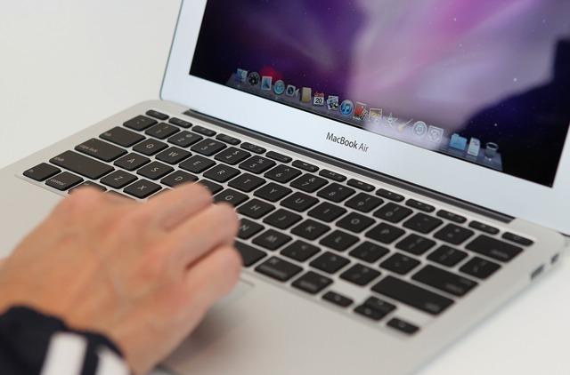Thị trường PC toàn cầu tiếp tục suy giảm, Apple cũng phải lao đao - Ảnh 1.