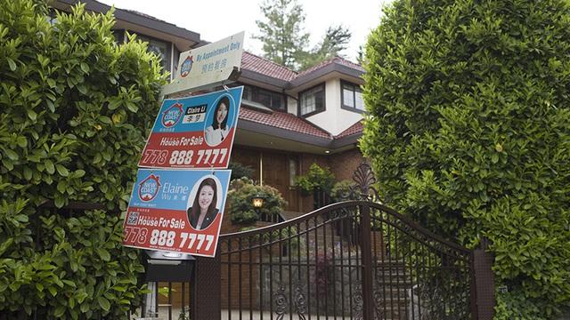 Giới đầu tư Trung Quốc đột ngột dừng mua bất động sản nước ngoài - Ảnh 1.