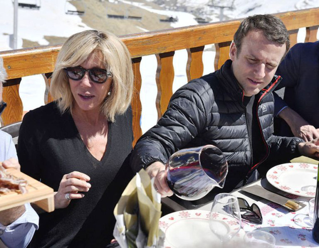 Chuyện tình lãng mạn của tân Tổng thống Pháp Emmanuel Macron - Ảnh 2.