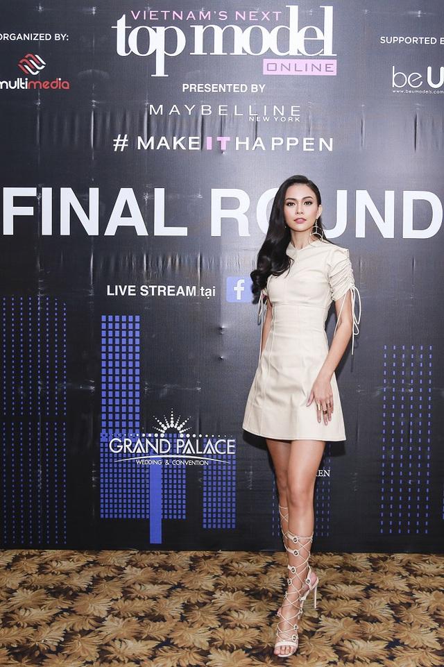 Mâu Thủy, Ngọc Châu nổi bật trong buổi chấm thi Top Model Online 2017 - Ảnh 2.