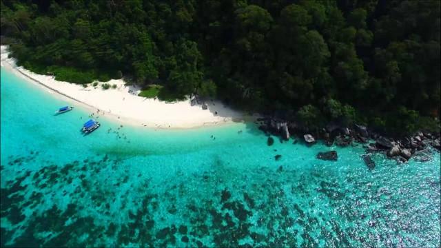 Đảo Tioman - Viên ngọc xanh biếc của Malaysia - Ảnh 1.