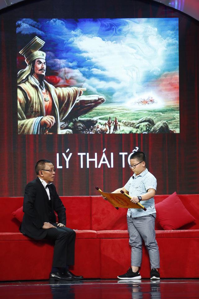 Mặt trời bé con: Cậu bé 10 tuổi đọc vanh vách chiếu dời đô của Lý Thái Tổ - Ảnh 2.