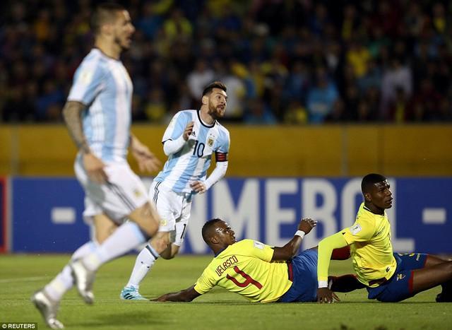 Messi lập hat-trick đưa Argentina tới World Cup 2018 - Ảnh 2.