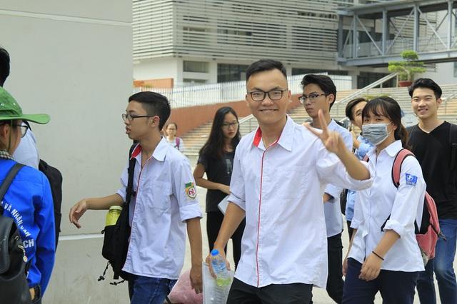 Thí sinh hoàn thành thủ tục dự thi THPT Quốc gia 2017 - Ảnh 15.