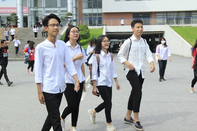Thí sinh hoàn thành thủ tục dự thi THPT Quốc gia 2017 - Ảnh 11.