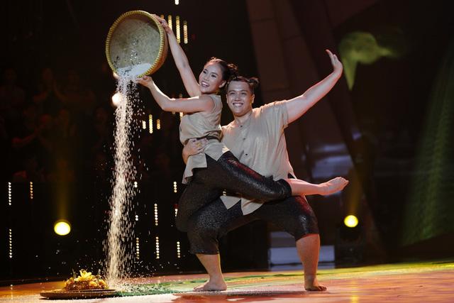 Trấn Thành, Việt Hương đẫm lệ vì nam thí sinh Bước nhảy ngàn cân - Ảnh 1.