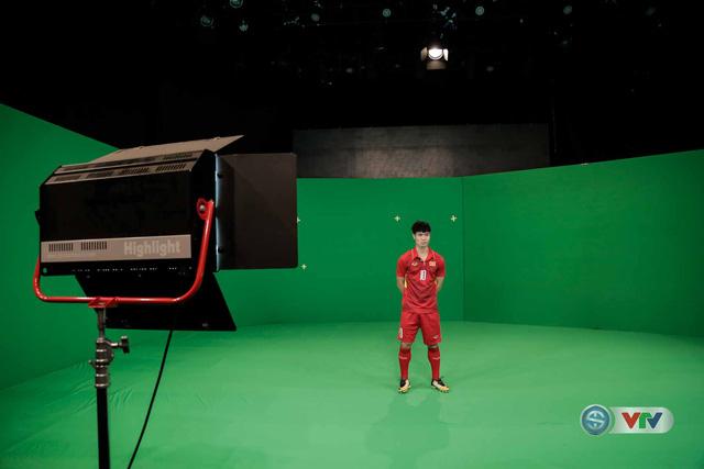 Xuân Trường, Công Phượng, Văn Thanh phô diễn kỹ thuật tại trường quay của VTV - Ảnh 5.