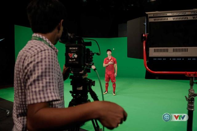 Xuân Trường, Công Phượng, Văn Thanh phô diễn kỹ thuật tại trường quay của VTV - Ảnh 6.