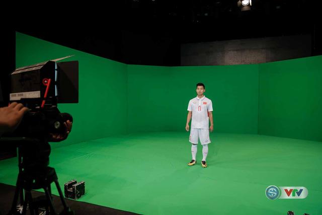 Xuân Trường, Công Phượng, Văn Thanh phô diễn kỹ thuật tại trường quay của VTV - Ảnh 9.