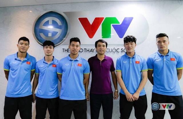 Xuân Trường, Công Phượng, Văn Thanh phô diễn kỹ thuật tại trường quay của VTV - Ảnh 17.