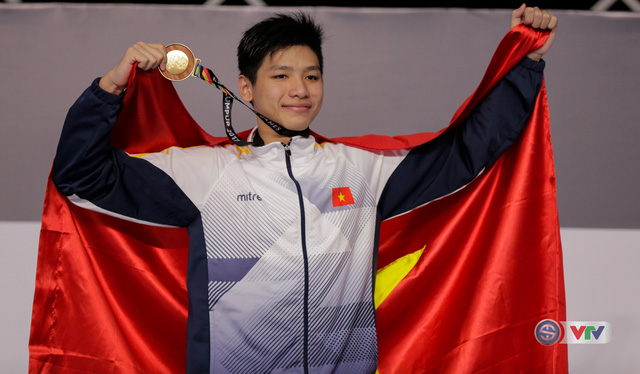 Kình ngư 15 tuổi Nguyễn Hữu Kim Sơn bất ngờ giành Vàng, phá kỷ lục SEA Games - Ảnh 4.