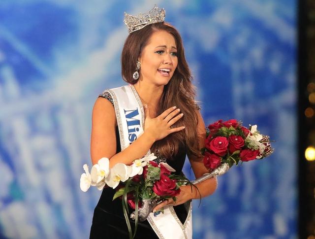 Nhan sắc cô gái 23 tuổi đăng quang Hoa hậu Mỹ 2018 - Ảnh 3.