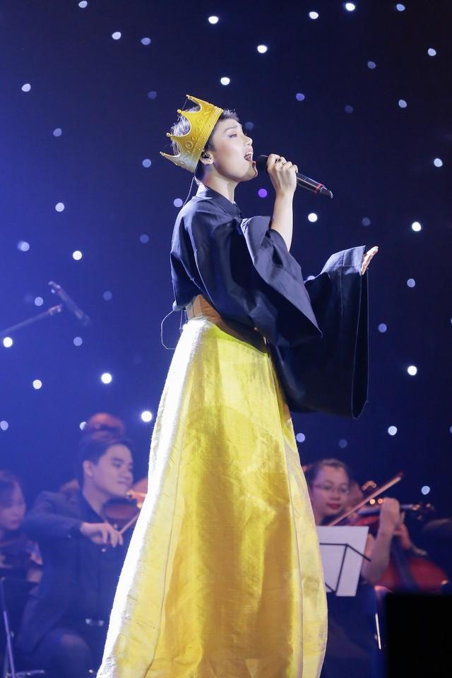 Sao đại chiến: Dù có đội vương miện, giọng hát của Miu Lê cũng không thể thành hoa hậu! - Ảnh 1.