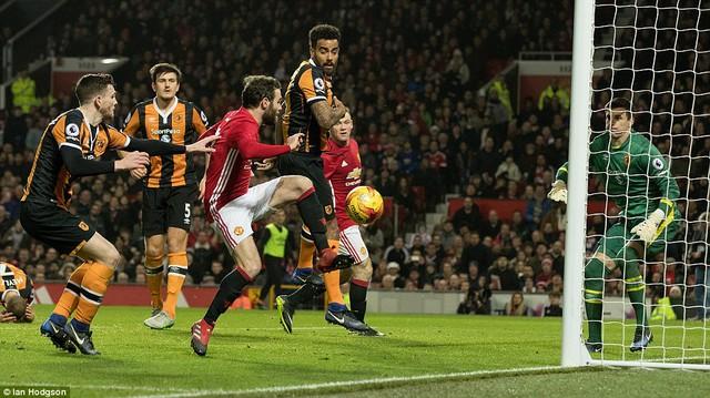 Bán kết League Cup: Man Utd 2-0 Hull City: Quỷ đỏ đặt 1 chân vào chung kết - Ảnh 2.