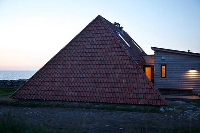 Cải tạo ngôi nhà mái ngói 50 năm tuổi thành nơi sống đầy tiện nghi - Ảnh 2.