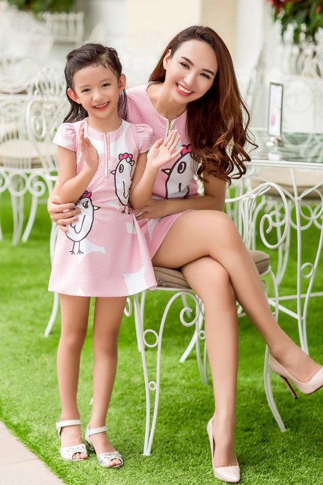 Hoa hậu Du lịch Ngọc Diễm rạng rỡ bên con gái yêu - Ảnh 2.