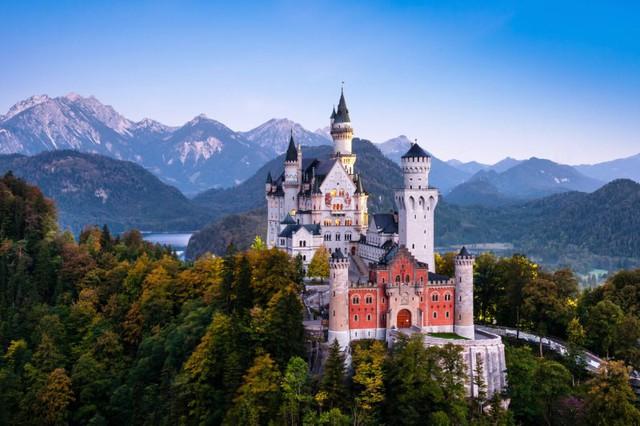 Lâu đài cổ - Một trong những nét đặc trưng của du lịch châu Âu - Ảnh 11.
