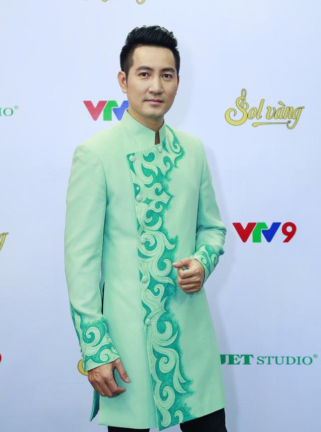 Ca sĩ Phi Hùng ngậm ngùi nhớ về tuổi thơ trong Sol Vàng - Ảnh 1.