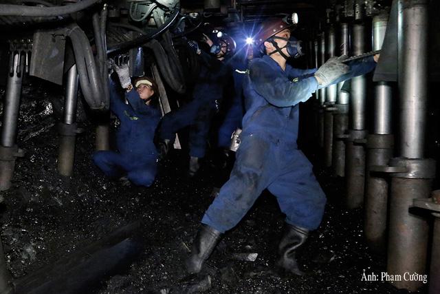 Khoảnh khắc chân thật về cuộc sống của những người thợ mỏ ở Quảng Ninh - Ảnh 15.