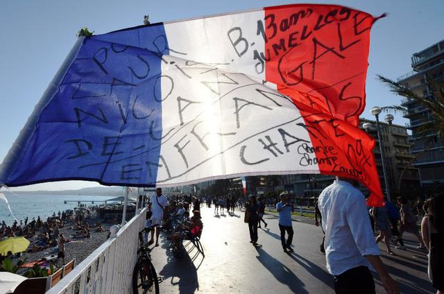 Pháp tưởng niệm 1 năm vụ khủng bố tại Nice - Ảnh 4.