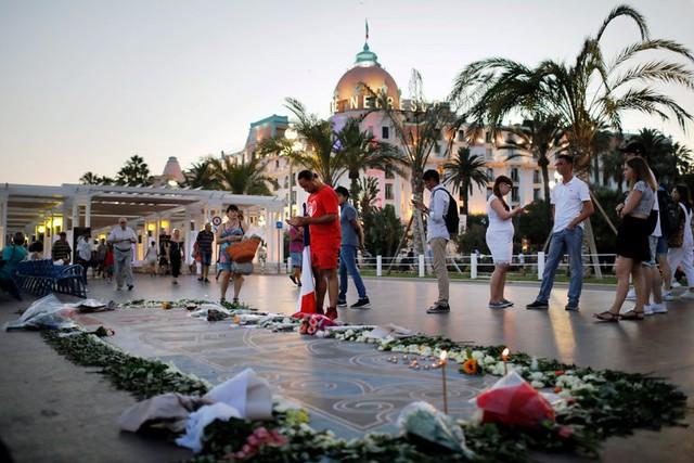 Pháp tưởng niệm 1 năm vụ khủng bố tại Nice - Ảnh 3.