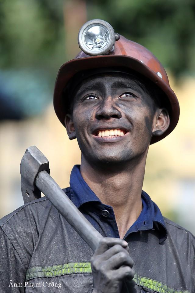 Khoảnh khắc chân thật về cuộc sống của những người thợ mỏ ở Quảng Ninh - Ảnh 24.