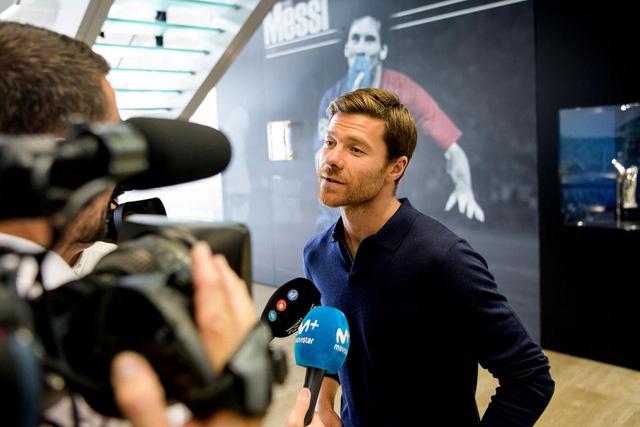 Mourinho, Sir Alex, Louis van Gaal bất ngờ tái ngộ trong sự kiện của UEFA - Ảnh 4.