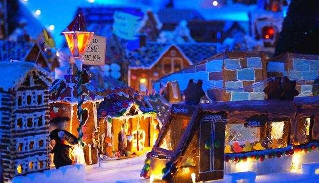 Khám phá thành phố bánh quy Giáng sinh lớn nhất thế giới - ảnh 2