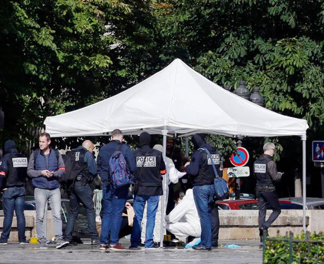 Vụ tấn công ngoài nhà thờ Notre-Dame, Pháp: Thủ phạm tự nhận là chiến binh IS - Ảnh 5.
