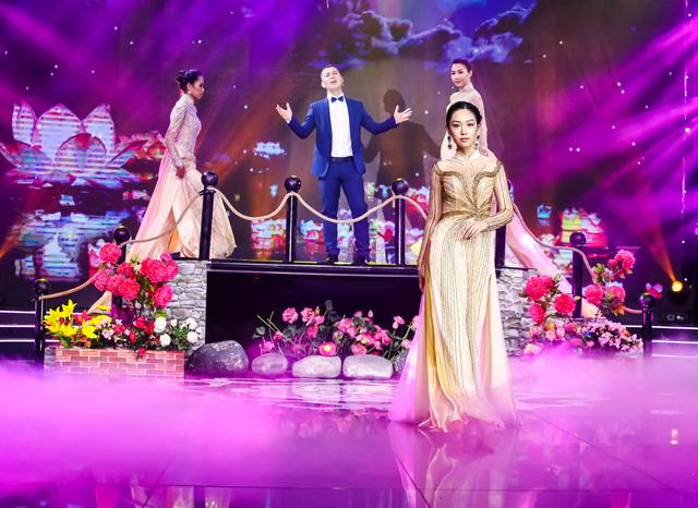 Sài Gòn đêm thứ 7 xuất hiện BST áo dài cưới độc đáo - Ảnh 8.
