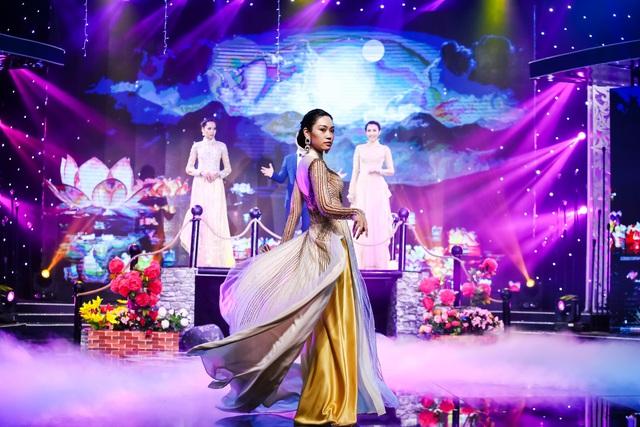 Sài Gòn đêm thứ 7 xuất hiện BST áo dài cưới độc đáo - Ảnh 7.