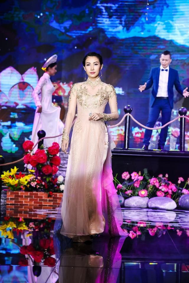 Sài Gòn đêm thứ 7 xuất hiện BST áo dài cưới độc đáo - Ảnh 6.