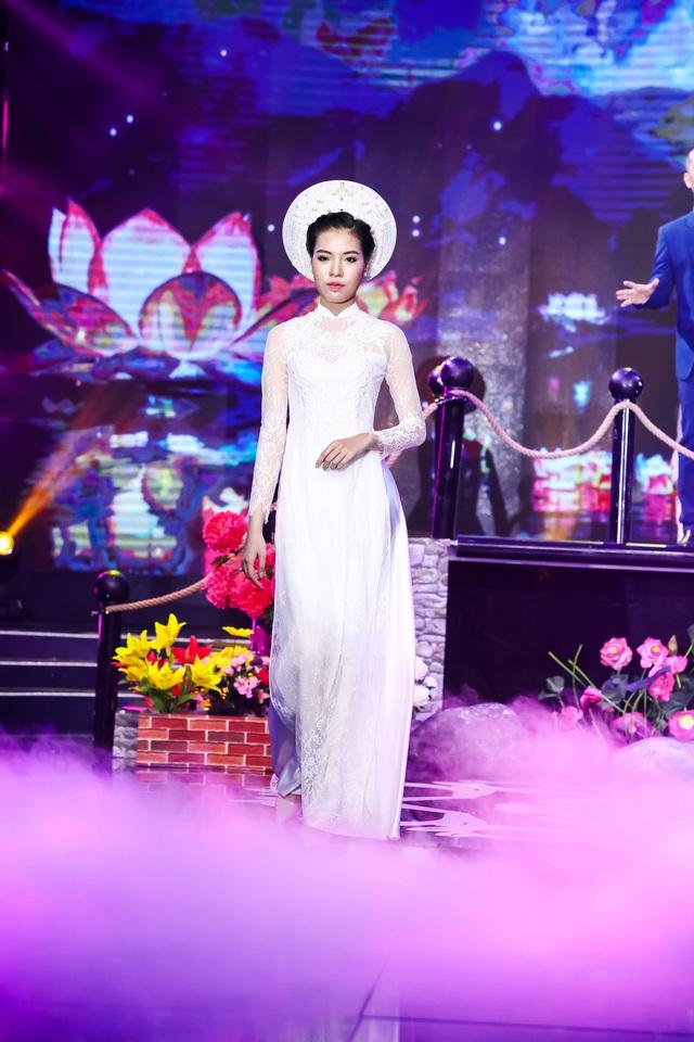 Sài Gòn đêm thứ 7 xuất hiện BST áo dài cưới độc đáo - Ảnh 5.