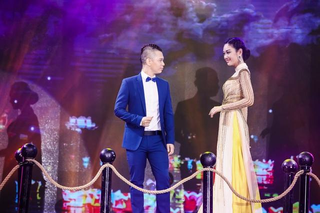 Sài Gòn đêm thứ 7 xuất hiện BST áo dài cưới độc đáo - Ảnh 2.